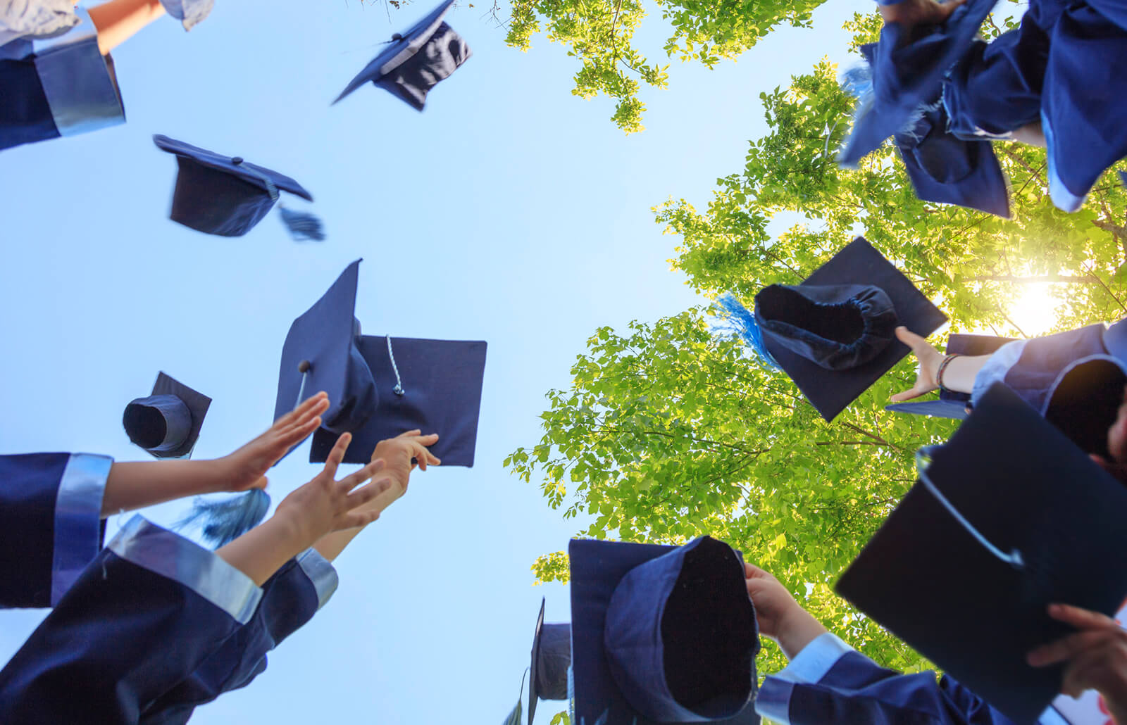 https://www.business-magazine.mu/wp-content/uploads/2020/11/graduation_20200819161539.jpg