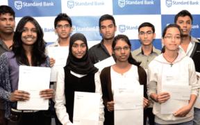 La Standard Bank décerne dix bourses d'études   business-magazine.mu