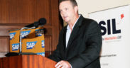 Brett Parker : «Deux grands groupes locaux vont opérer sur une plate-forme mobile»   business-magazine.mu