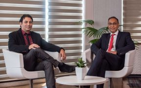 A gauche, Richard Le Bon, rédacteur en chef adjoint à Business Magazine et Fareed Soobadar, Head of Corporate Banking à Bank One