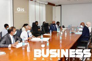 Photo des discussions avec les techniciens du ministère de l'énergie et des utilités publiques