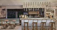 L'aménagement intérieur prend vie avec un décor rafraîchissant et de nouveaux carreaux en céramique et en grès cérame