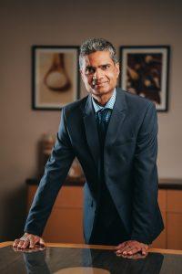 Devesh Dukhira (CEO) couleurs